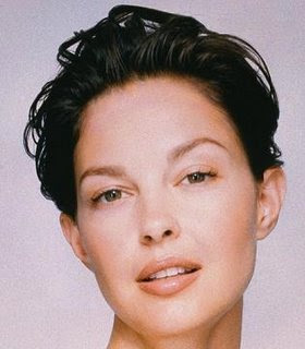 Celebrity  hairstyles Ashley Judd 1
