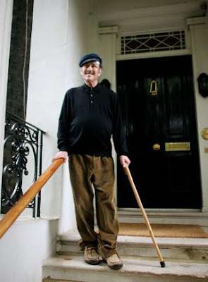 https://i1.wp.com/1.bp.blogspot.com/_22ruQTJSdx4/SVS-hgA4rzI/AAAAAAAACqM/n-o_mVIE5y8/s400/Harold+Pinter.jpg