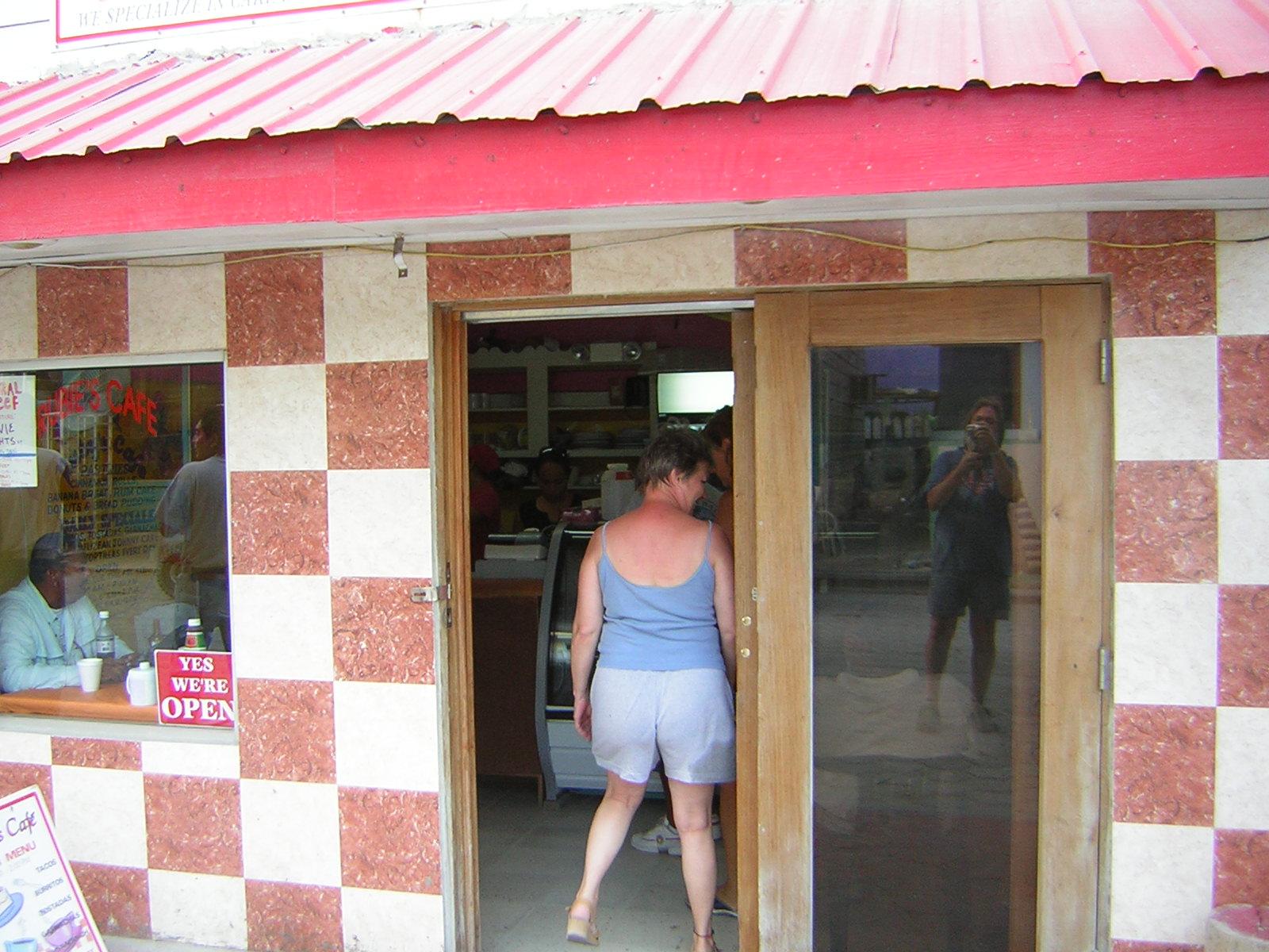 [Dianna+Entering+Ruby's+Cafe+6-26-2007+5-48-29+AM.JPG]