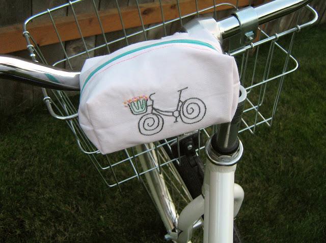 http://1.bp.blogspot.com/_24l2iTsm3-Y/TKSMwqcvgfI/AAAAAAAACF4/wTD7oLST3ps/s1600/bicycle+pouch3.JPG