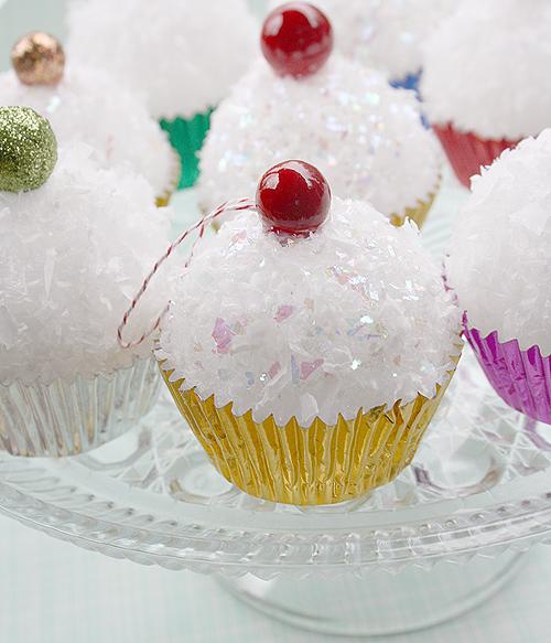 {Oh, So Darling}: DIY: Retro Cupcake Ornaments