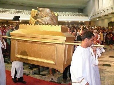 o fiel católico réplicas da arca da antiga aliança e outras insanidades
