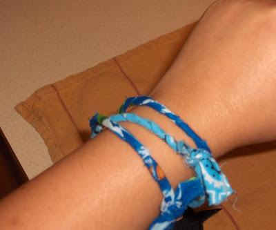 How to make a bandana bracelet :).