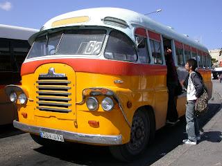 Tipico bus maltes