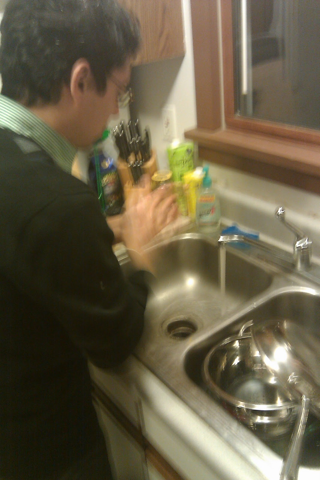 Homo actionion in the kitchen