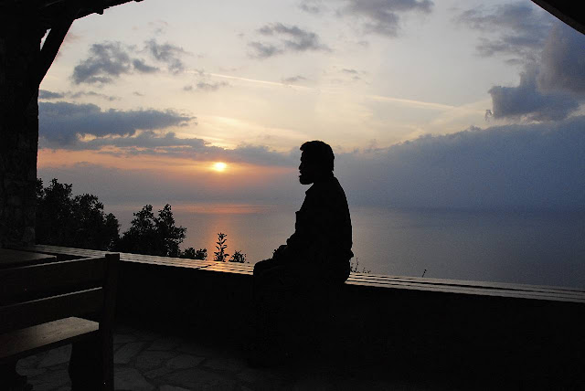 http://1.bp.blogspot.com/_2KHnJxC2IFM/Spniqt9XbpI/AAAAAAAAAcY/a3r-qDoU6vs/s1600/Mt.+Athos+Oct+2007+655.jpg