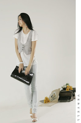 47e23ceeea For this look you'll need: Vest, Colorful skirt and a simple white T-shirt  + accesoiries