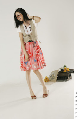 a058ed502740 For this look you'll need: Vest, Colorful skirt and a simple white T-shirt  + accesoiries