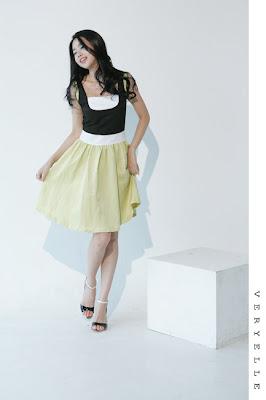 3bafdf513cdc7 White ruffled blouse + highwaisted pencil skirt