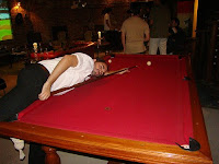Pulpo jugando al pool