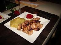 Pollo con Salsa de osas y puré de manzanas