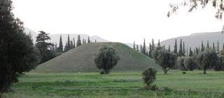 El túmulo de los atenienses en Maratón