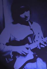 Pierwsza gitara - czerwona Jolana, na 3 klawisze (66r.)
