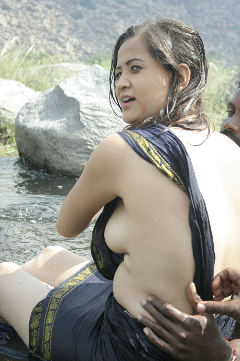 Desi boob show in hyderabad bus 2