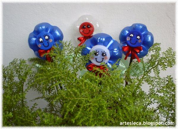 Lindas flores de garrafa PET