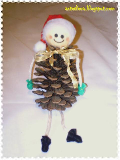 Um Bonequinho de Pinha para o Natal