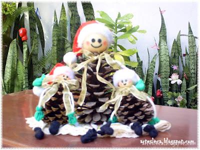 Família de Bonequinhos de Pinha de Natal