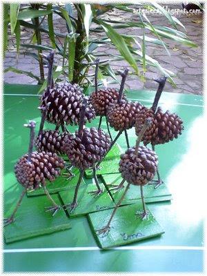 Família de Emas feitas de Pinha e Gravetos