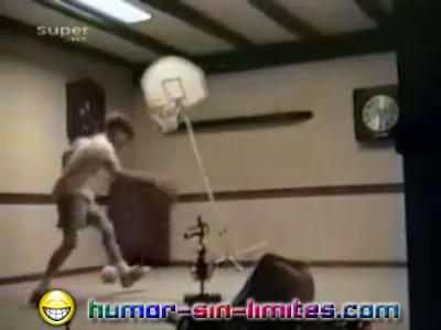 caidas jugando basket