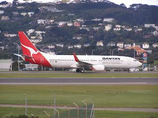 Qantas B737-800