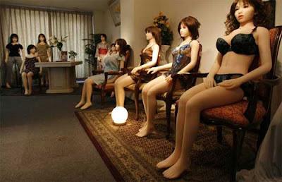 BAMBOO BLITZ: Hello Dolly! Lifeless Lolitas Leap into Japan's ...