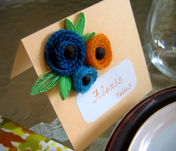 rolled yarn floral place card with quilled leaves