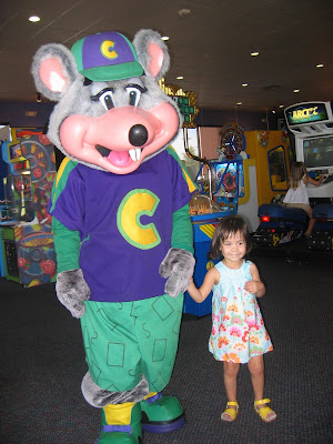 gia 39 s gurgles gia 39 s first visit to chuck e cheese. Black Bedroom Furniture Sets. Home Design Ideas