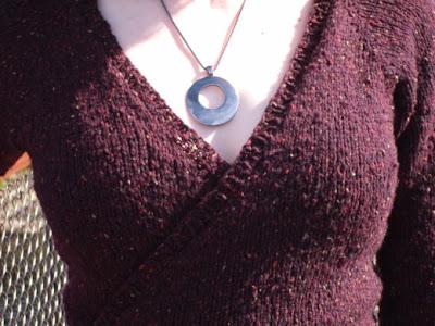 Kid Merino Ruffled Scarflette Neck Wrap - 2 balls - free knit lacy