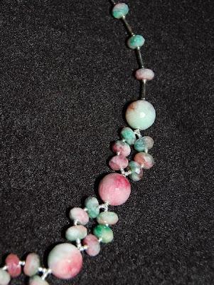 3ca67f91afe7 Conjunto Collar y Aros. Piedra Jade Candy y Mostacillas de Plata   20.000.-  -----------------------------------. Collar de Perlas de Río ...