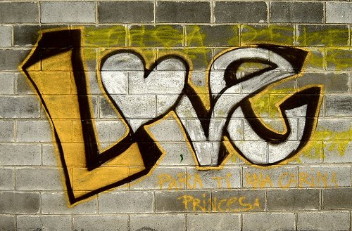 Graffiti Walls: Graffiti De Amor (Graffiti Love) Picture