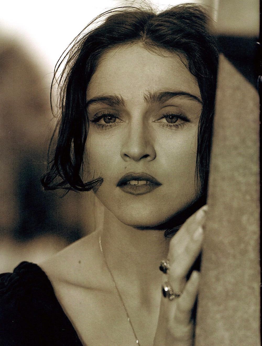 Resultado de imagem para Madonna beautiful brunette
