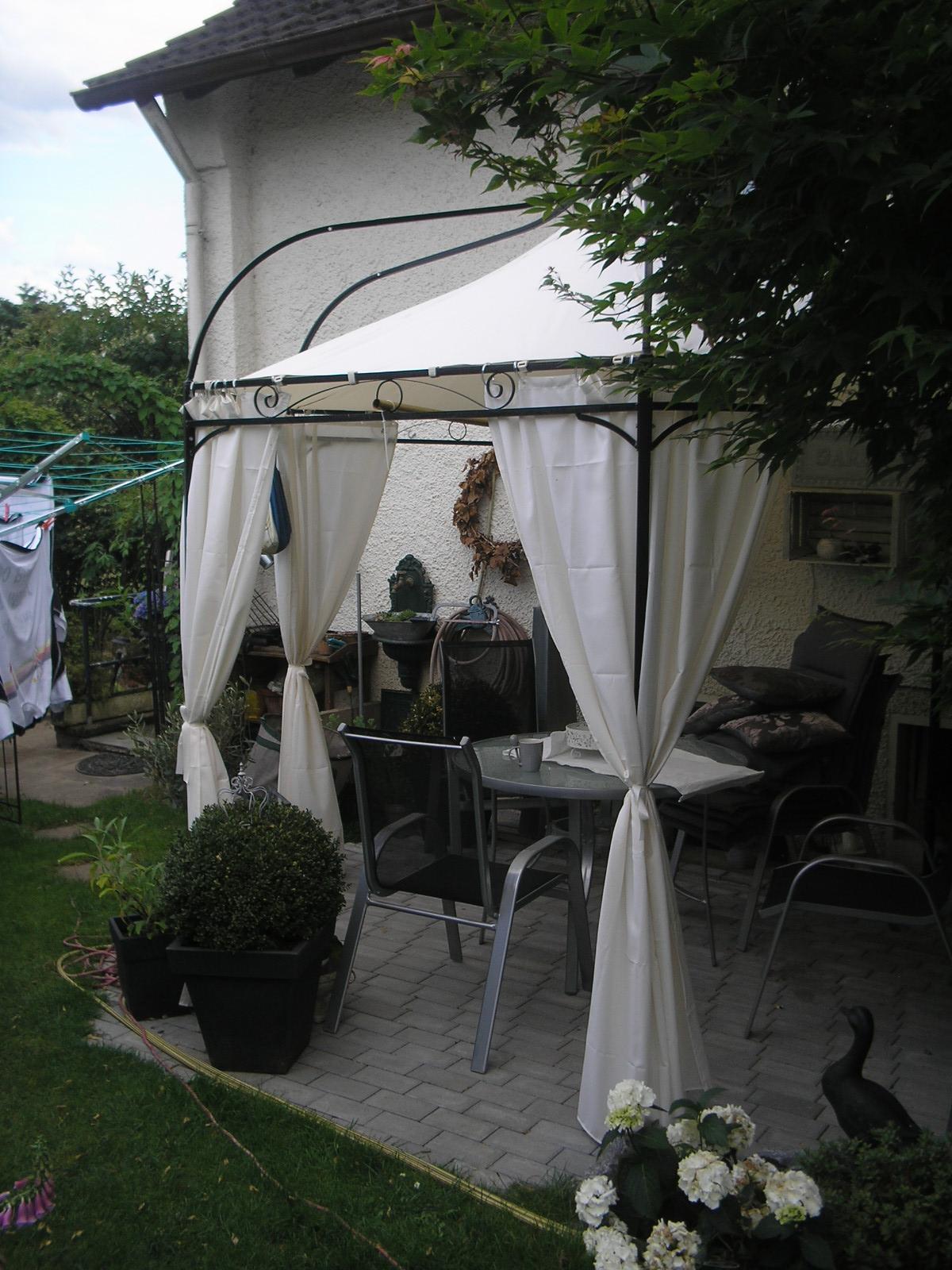 Ein Traum von Shabby Chic Sitzecke im Garten