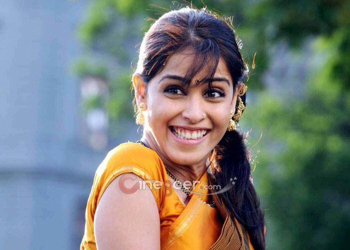 Genelia Gallery, Genelia Stills, Tamil Actress Genelia