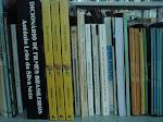 """""""olho os livros na minha estante que nada dizem de importante, servem só pra quem não sabe ler"""""""