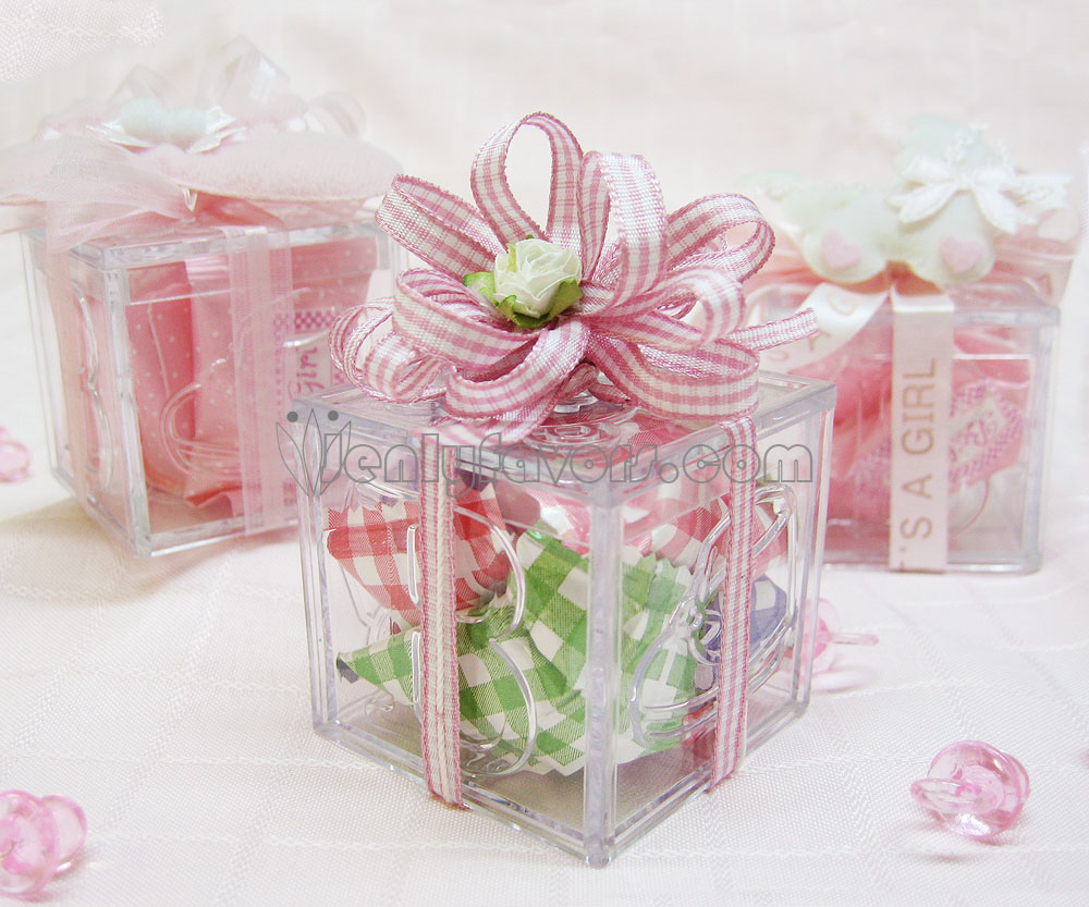Diy gingham baby shower favor box for Baby shower foam decoration