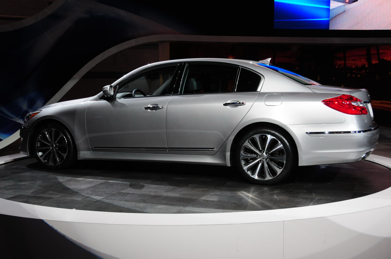 Cash For Clunkers >> Looks Like a Car: 2012 Hyundai Genesis R-Spec Sedan Chicago Auto Show 2011 Live Pictures