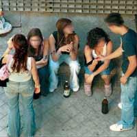 El alcoholismo adolescente se numera por estado