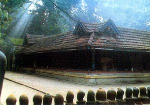 [Mannarasala+Nagaraja+Mandir.Kerala.jpg]