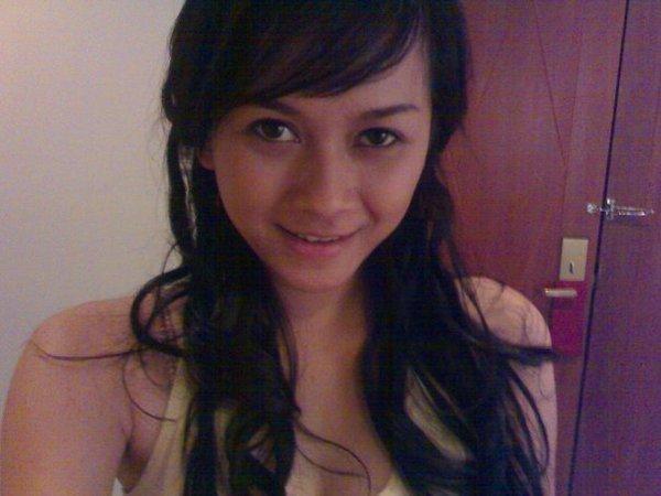 Model Hot Bugil Indonesia: Indonesian Actress: Aura Kasih
