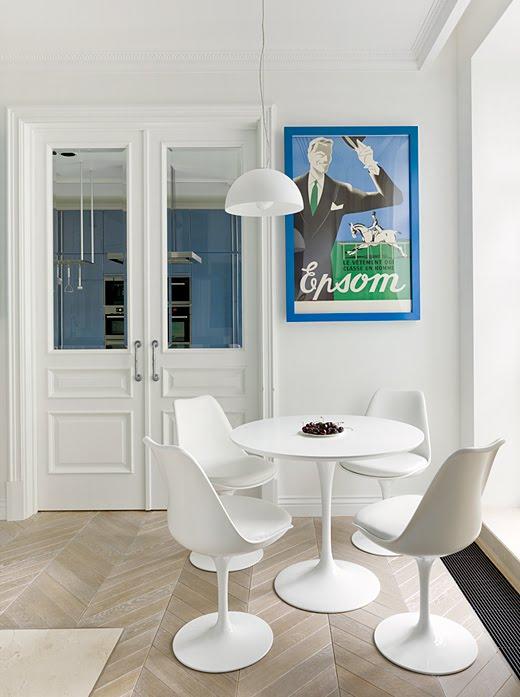 runder tisch mit sesseln connys diary. Black Bedroom Furniture Sets. Home Design Ideas