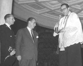 """Momento de la Inauguración del nuevo """"Kiosco"""" de la Música del Paseo. Baeza 16 de Agosto de 1954."""