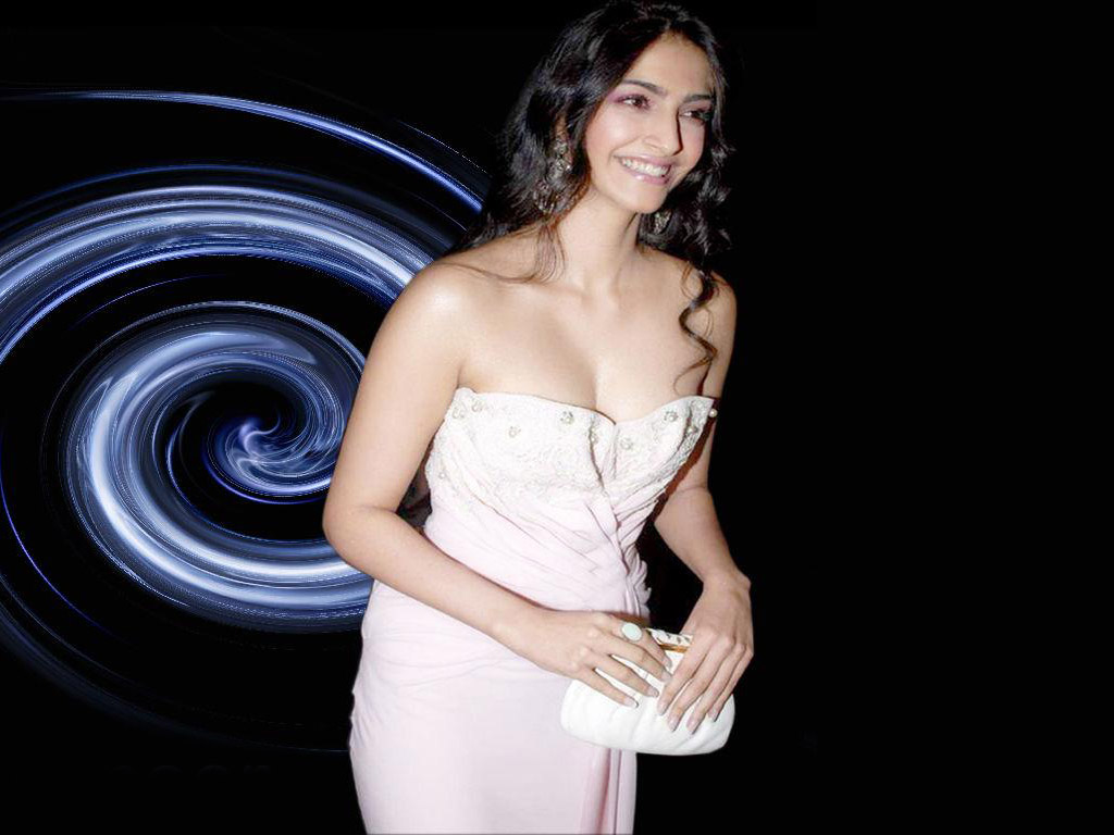Indian Actress Sonam Kapoor Hot And Spicy Photos Cute -5072