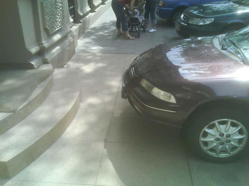 [sidewalk001.jpg]