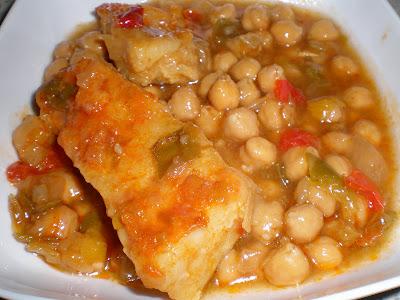 BACALAO CON GARBANZOS receta plato gastronomia guiso tradicional pescado legumbres