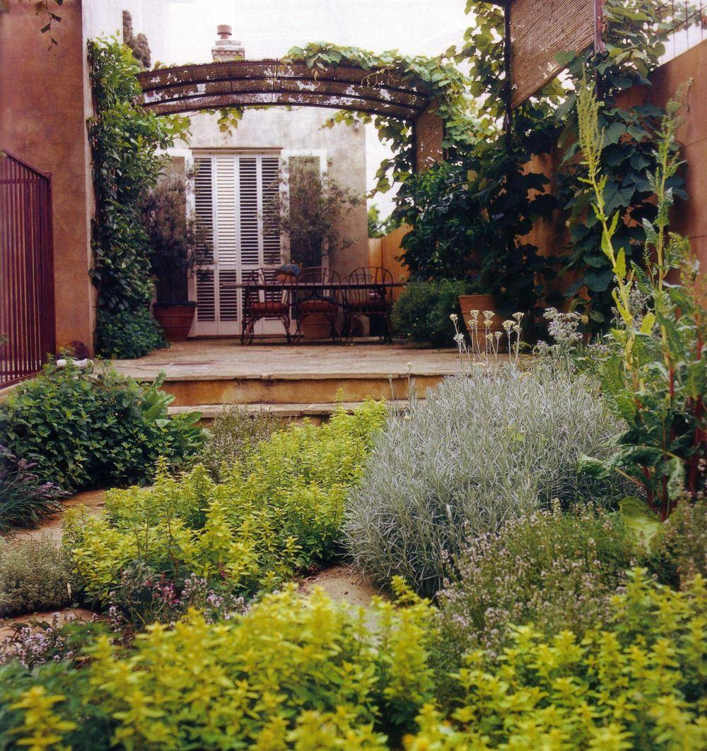 Garden House Beautiful Magazine Inspires Garden Lovers: She Moves The Furniture: Courtyard Gardens
