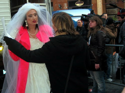 Luxuria si sposa in TV