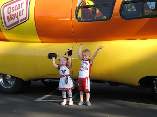 Funny Funny Pictures besides 2008 05 01 archive moreover  on oscar meyer weiner mobile rental