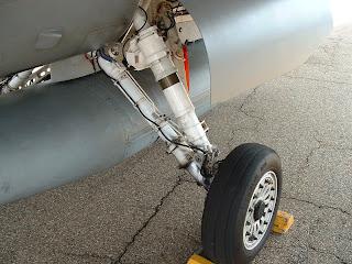 F-16C main gear photo
