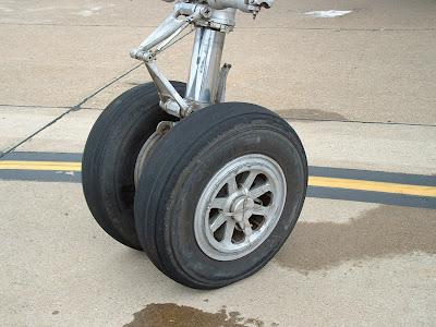 Lockheed C-121 nose gear photo