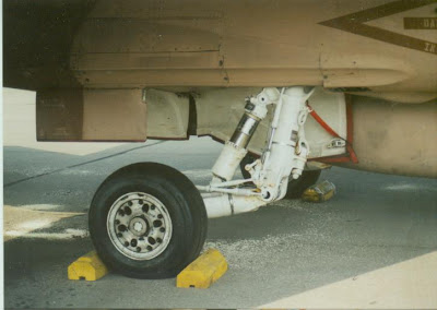 FA-18B main gear detail